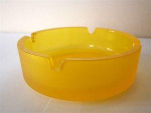 Aschenbecher aus Glas, rund, gelb